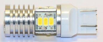 Белая лампа W21/5W (7443) с универсальной цоколевкой